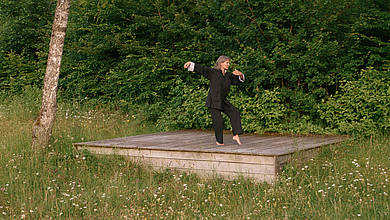 Dr. Imke König practicing Taijiquan Qi Gong on a meadow